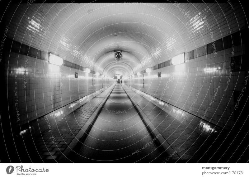 Alter Elbtunnel Hamburg Straße dunkel kalt hell Deutschland Hamburg Europa ästhetisch bedrohlich gruselig Tunnel Verkehrswege Perspektive gigantisch Hafenstadt