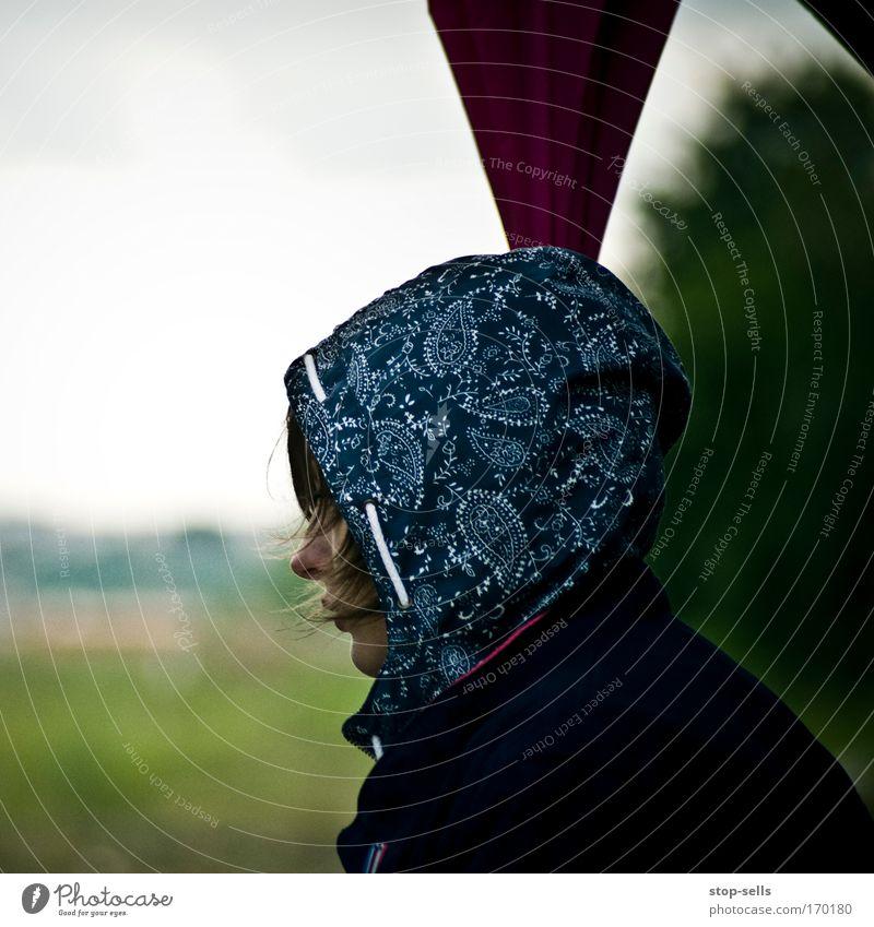 Kopfkino Mensch Natur Jugendliche Pflanze Gesicht Einsamkeit kalt feminin Frühling träumen Traurigkeit Wind Maske Pfeil Müdigkeit