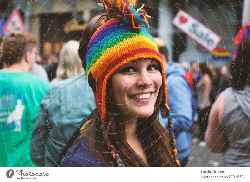 who am i to feel so free Mensch feminin Homosexualität Bewegung Lächeln lachen Freundlichkeit Fröhlichkeit nah Sympathie Liebe Verantwortung achtsam Hoffnung