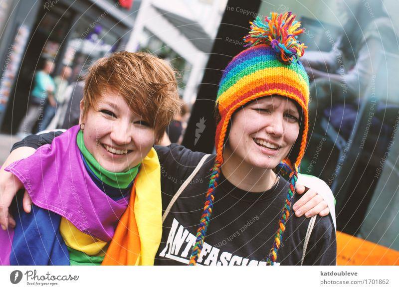 don't trouble feminin androgyn Homosexualität Feste & Feiern festhalten hängen kämpfen Lächeln lachen Liebe Blick authentisch Coolness Freundlichkeit