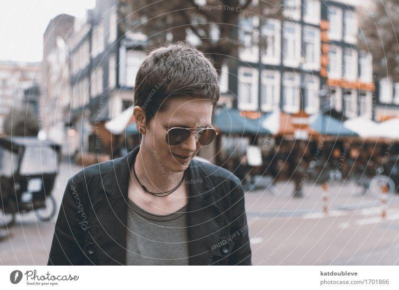 Amsterdam Mensch ruhig feminin Freizeit & Hobby Coolness Gelassenheit Sonnenbrille Selbstständigkeit seriös Entschlossenheit androgyn