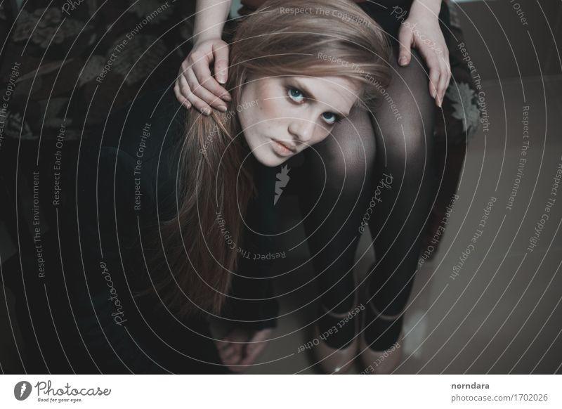 deine Augen feminin Junge Frau Jugendliche Erwachsene Gesicht Finger Beine 1 Mensch Mode Strumpfhose Schuhe Haare & Frisuren blond langhaarig berühren