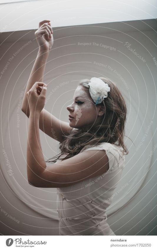 Mädchenpuppe Mensch Frau Jugendliche schön Junge Frau Hand Gesicht Erwachsene Stil Denken Mode Haare & Frisuren Körper Arme Haut Finger