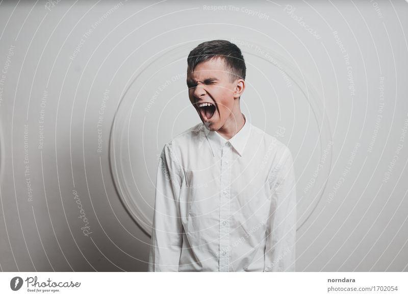 Schreiender Junge Junger Mann Jugendliche 1 Mensch Hemd schwarzhaarig Aggression kaputt verrückt wild Wut weiß Gefühle Macht Enttäuschung Einsamkeit Reue