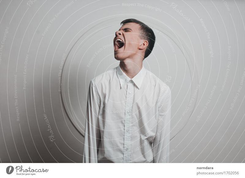Schreiender Junge Mensch Jugendliche weiß Junger Mann 18-30 Jahre Erwachsene maskulin wild Angst 13-18 Jahre verrückt gefährlich Mund bedrohlich Todesangst