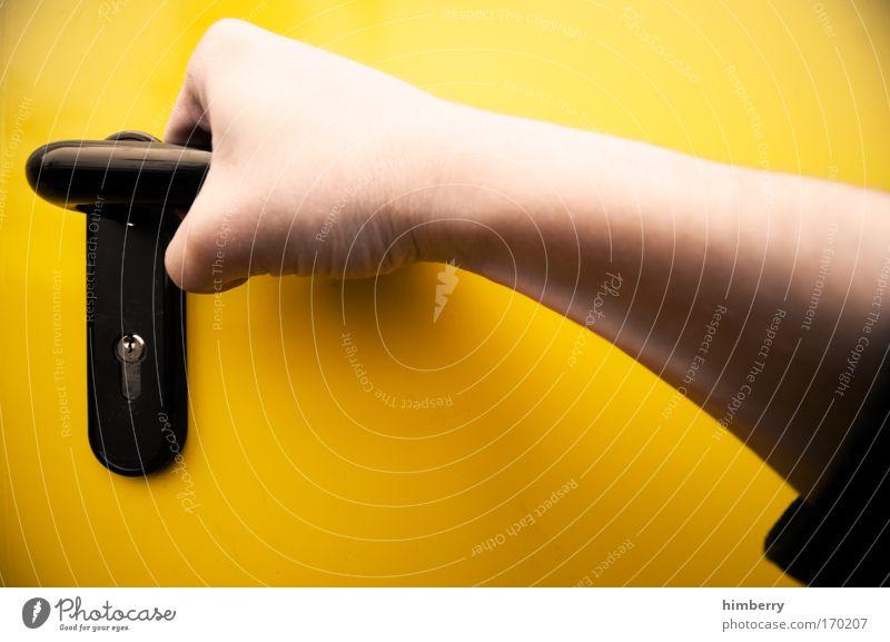 handwerker Mensch Hand gelb Haut Arme Tür maskulin Industrie Hoffnung Sicherheit Güterverkehr & Logistik einzigartig Neugier Dienstleistungsgewerbe Handwerk