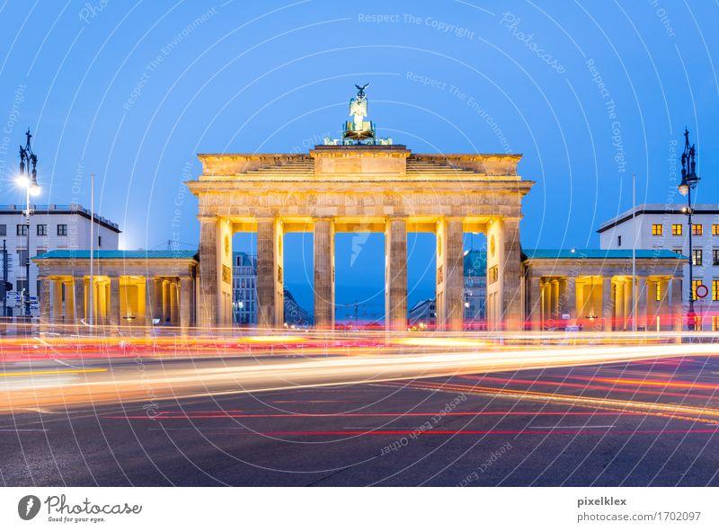 Brandenburger Tor bei Nacht Ferien & Urlaub & Reisen Stadt Straße Architektur Berlin Gebäude Freiheit Feste & Feiern Deutschland Tourismus Verkehr Platz Bauwerk
