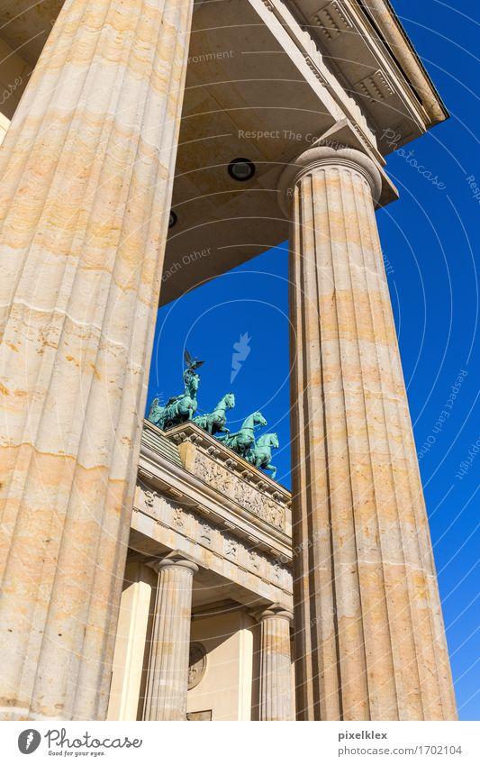 Brandenburger Tor Berlin Deutschland Stadt Hauptstadt Stadtzentrum Menschenleer Platz Bauwerk Gebäude Architektur Säule Sehenswürdigkeit Wahrzeichen Denkmal alt