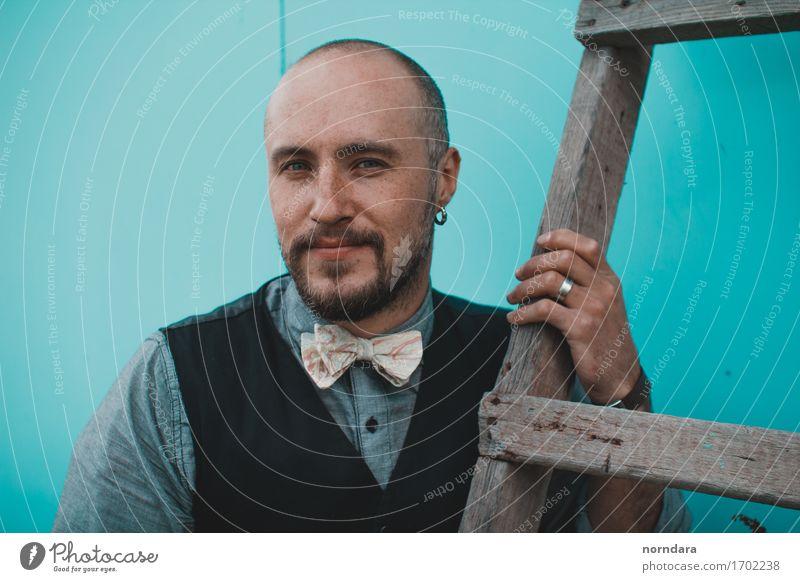 brutales Mannporträt Freude Haare & Frisuren Mensch maskulin Erwachsene Leben 1 18-30 Jahre Jugendliche 30-45 Jahre Bekleidung Accessoire Fliege Ring Ohrringe