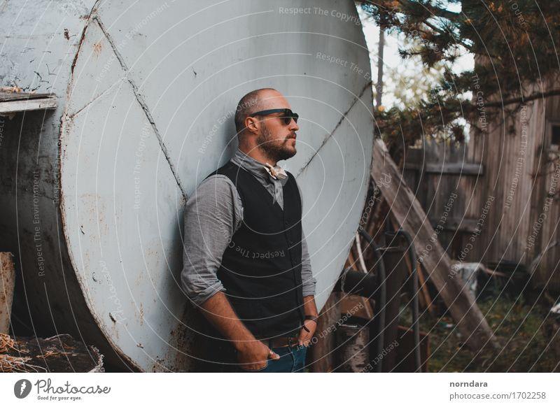 Mann mit Sonnenbrille Garten maskulin Erwachsene 1 Mensch 18-30 Jahre Jugendliche 30-45 Jahre Frühling Sommer Mode Hemd Weste Accessoire Schmuck Fliege Brille