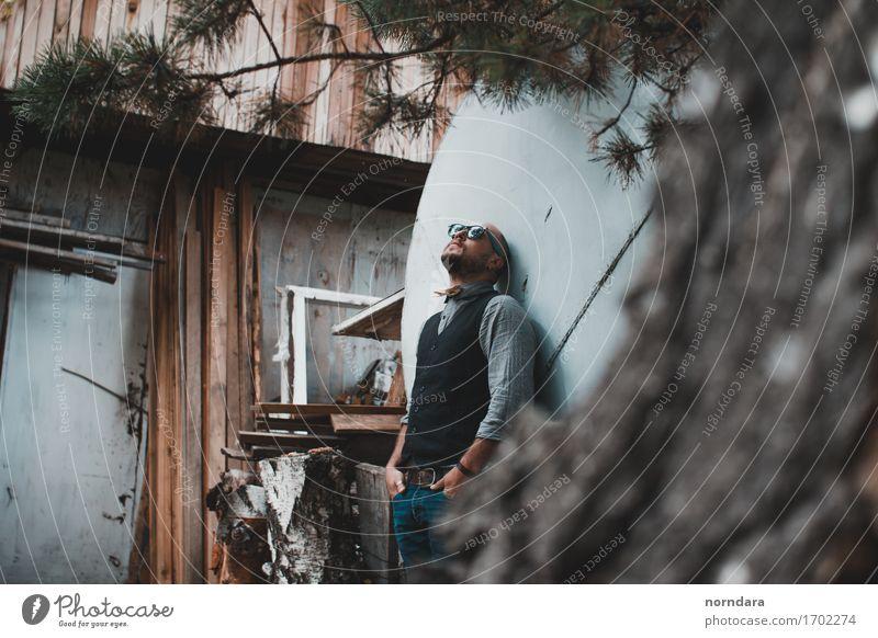 Mann mit Sonnenbrille Lifestyle Traumhaus Hausbau Mensch maskulin Erwachsene Mode Hemd Weste Brillenträger Accessoire kurzhaarig Bart Oberlippenbart Vollbart