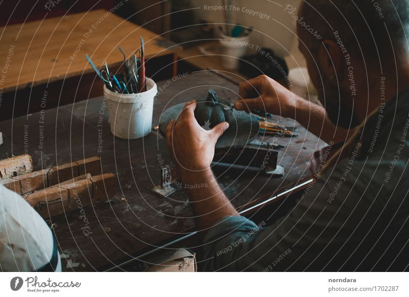 Skulptur Workshop Mensch Hand Lifestyle Kunst Arbeit & Erwerbstätigkeit Design maskulin ästhetisch Arme Finger Handwerk Werkstatt Arbeitsplatz Künstler