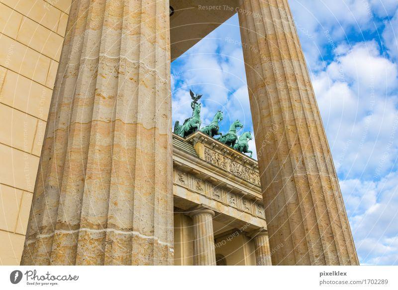 Quadriga auf dem Brandenburger Tor Stadt alt Architektur Berlin Gebäude Deutschland hoch historisch Dach Vergangenheit Bauwerk Pferd Wahrzeichen Hauptstadt