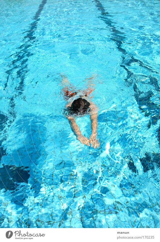 Schwimmstunde Mensch blau Jugendliche Wasser Sommer Freude Erholung Leben Bewegung Gesundheit Kindheit Schwimmen & Baden lernen Schwimmbad Fitness