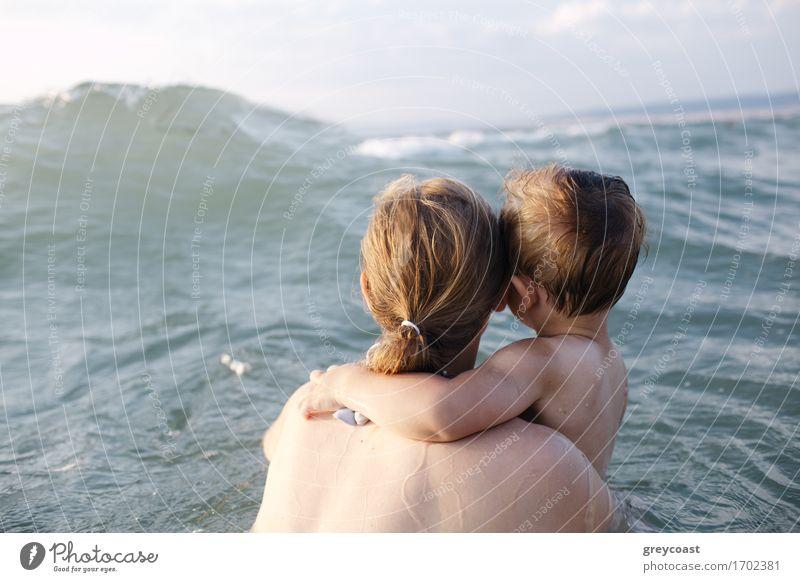 Große Welle kommt! Mensch Frau Kind Natur Ferien & Urlaub & Reisen Jugendliche Sommer Junge Frau Wasser Meer Erholung 18-30 Jahre Erwachsene Gefühle Küste