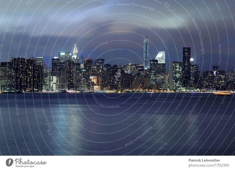 Manhattan@night Tourismus Sightseeing Städtereise Arbeitsplatz Wirtschaft Kapitalwirtschaft Geldinstitut Umwelt Landschaft Wasser Nachthimmel Flussufer