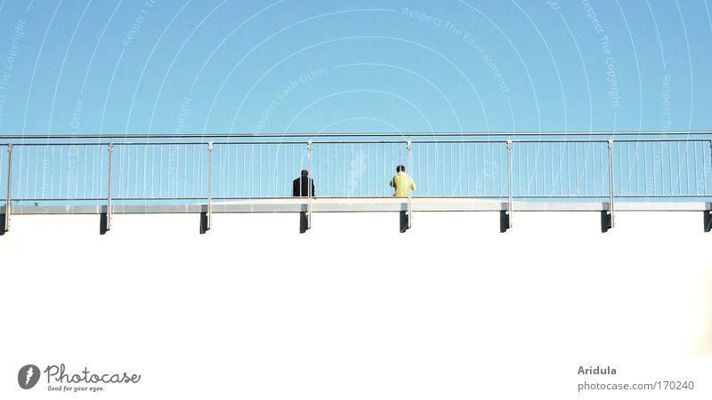 Abstandhalter Farbfoto Außenaufnahme abstrakt Textfreiraum unten Tag Licht Schatten Sommer Mensch maskulin Freundschaft Paar 2 Himmel Wolkenloser Himmel Sonne