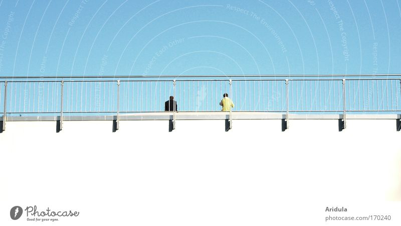 Abstandhalter Mensch Himmel blau weiß Sonne Sommer ruhig schwarz Ferne gelb Erholung Architektur Denken Linie Paar Freundschaft