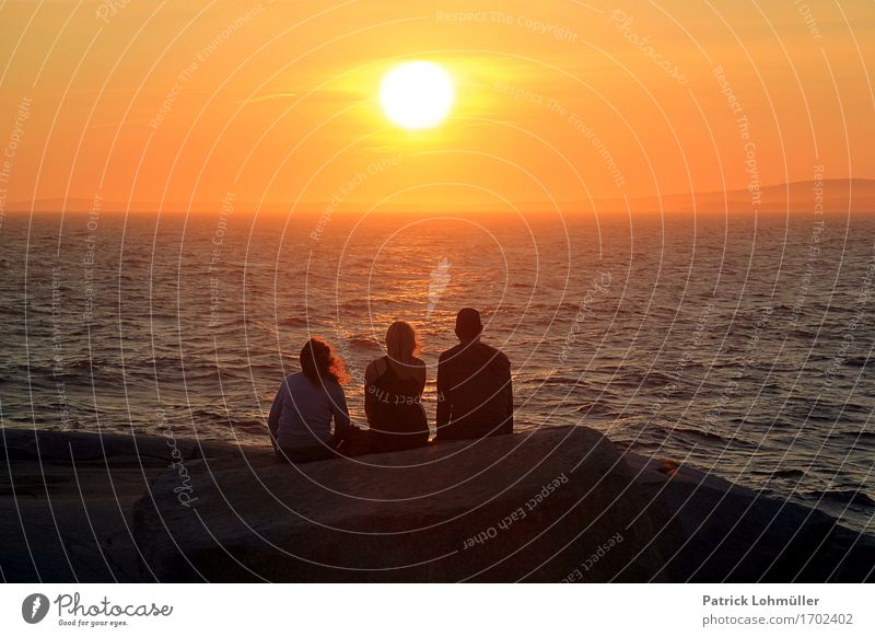 Tagesende Mensch Natur Ferien & Urlaub & Reisen Jugendliche Sommer Wasser Sonne Meer Landschaft ruhig Ferne Erwachsene Umwelt Küste feminin Freiheit