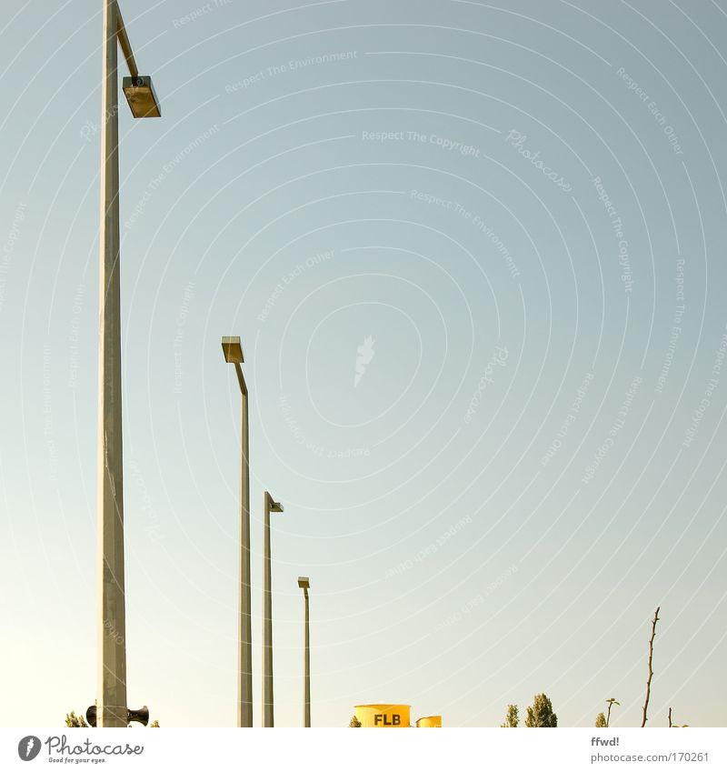 [PC-Usertreff Ffm]: FLB Himmel Baum kalt Lampe Beleuchtung hoch Industrie Sträucher einfach Sauberkeit dünn Laterne deutlich Schifffahrt Leichtigkeit