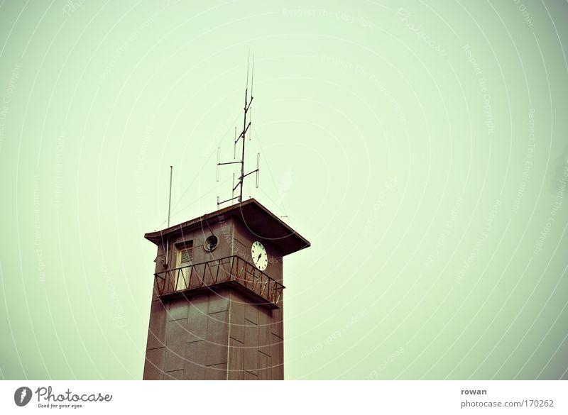 wachturm Gebäude Architektur Perspektive retro Aussicht Turm Uhr beobachten Grenze Balkon Bauwerk Nostalgie Antenne Feuerwehr Brandschutz