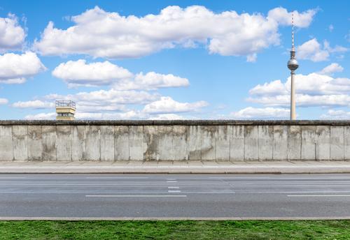 Berliner Mauer Stadt alt Straße Wand Freiheit Stein Deutschland Tourismus dreckig Beton bedrohlich Turm Macht Vergangenheit