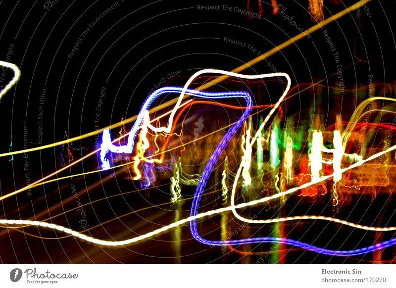 Lichtwelten Farbfoto Außenaufnahme Experiment abstrakt Textfreiraum oben Nacht Kontrast Lichterscheinung Langzeitbelichtung Unschärfe Nachtleben Linie leuchten