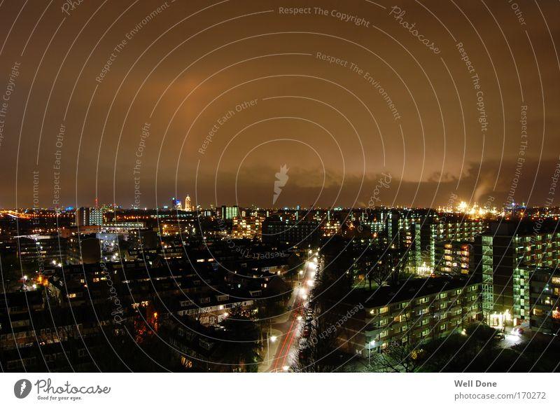 Amsterdam/Diemen Niederlande Stadt Stadtrand Haus Hochhaus Industrieanlage Turm hell Langzeitbelichtung Vorstadt Licht Farbfoto Außenaufnahme Abend