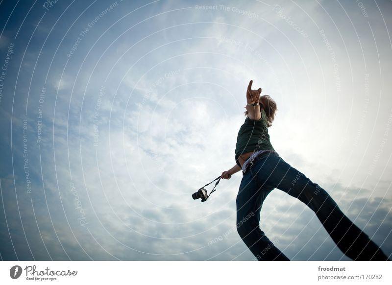 hohlkreuz Mensch Mann Jugendliche blau Freude Erwachsene Bewegung springen Glück Kraft Freizeit & Hobby elegant fliegen maskulin authentisch Perspektive