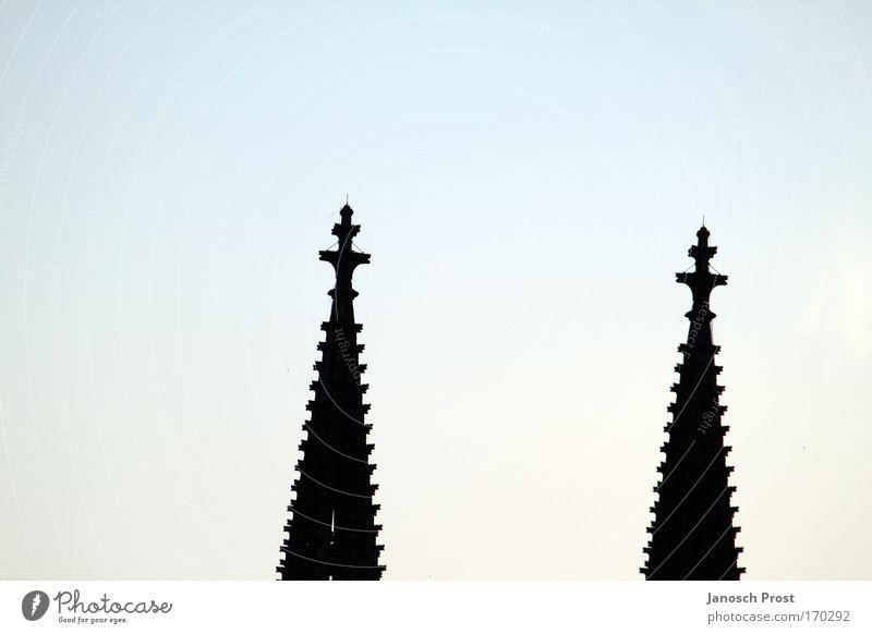 Domspitzen Sightseeing Städtereise Köln Deutschland Europa Kirche Bauwerk Sehenswürdigkeit Wahrzeichen Kölner Dom Kreuz Glaube Religion & Glaube Turmspitze