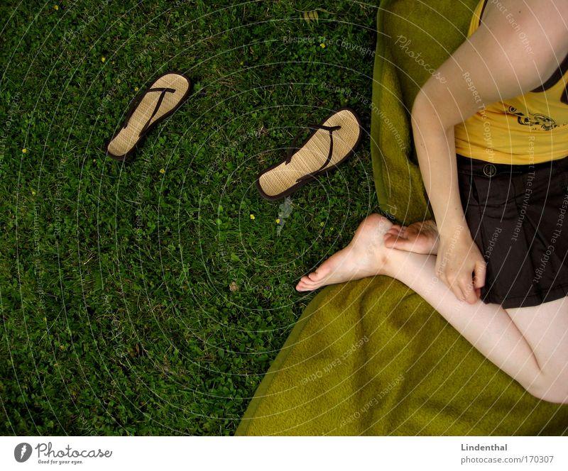 Flip Flop Foto Wiese Gras sitzen liegen Akrobatik Rock Decke Salto Misserfolg Ankunft Flipflops