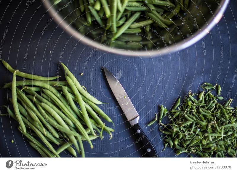 Handwerk   Ernährungstechnik Lebensmittel Gemüse Essen Mittagessen Geschirr Messer Gesundheit Gesunde Ernährung Fitness Arbeitsplatz Küche Nutzpflanze Bohnen
