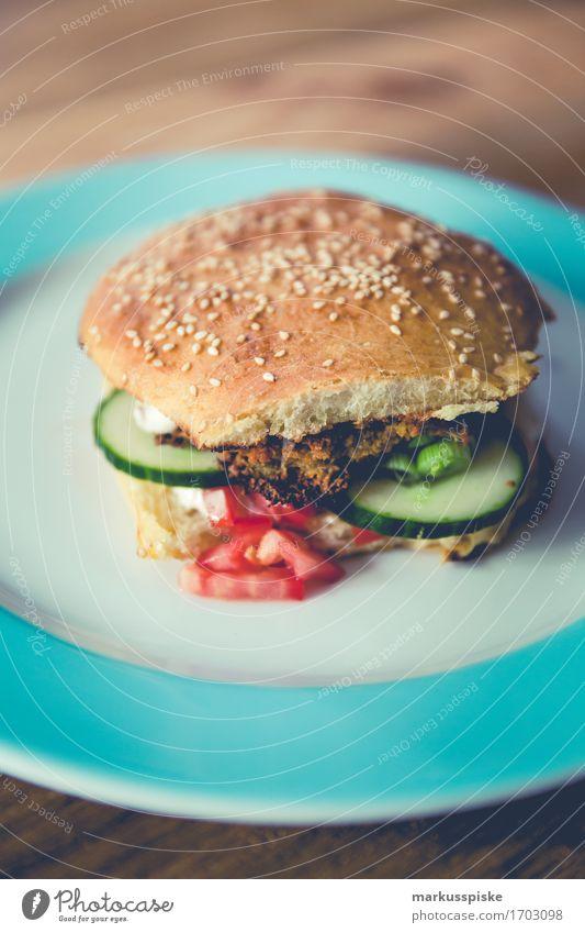 vegetarischer burger Lebensmittel Joghurt Gemüse Teigwaren Backwaren Brot Brötchen Sesam Tomate Gurke Gurkenscheibe Kichererbsen Ernährung Essen Mittagessen