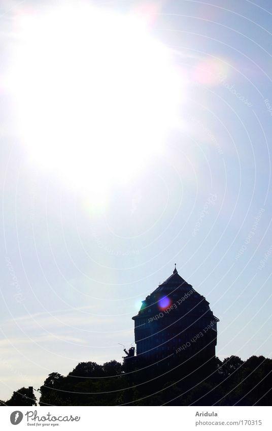 Das große Etwas Baum blau Stadt schwarz Denken Luft Zufriedenheit Stimmung Architektur Wetter Ausflug Turm Klima fantastisch leuchten Denkmal