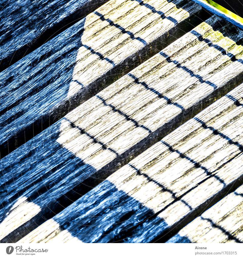 0815 AST | angewandte Geometrie Brücke Steg Holzbrett Kreuz Linie parallel stark blau grau Kontrast Neigung diagonal Konstruktion Klarheit Linearität Farbfoto