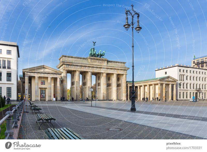 Brandenburger Tor Ferien & Urlaub & Reisen Tourismus Sightseeing Städtereise Berlin Deutschland Stadt Hauptstadt Stadtzentrum Platz Bauwerk Gebäude Architektur