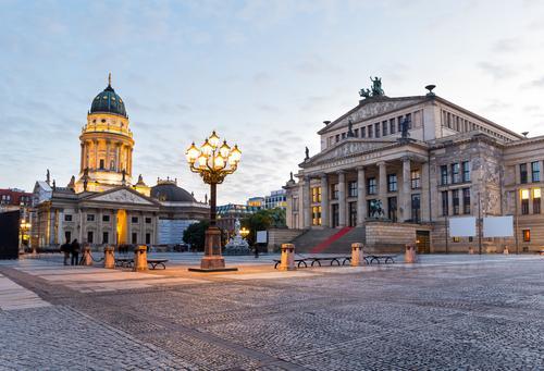 Gendarmenmarkt, Berlin Ferien & Urlaub & Reisen Stadt alt Architektur Gebäude Deutschland Tourismus hoch Platz Kultur historisch Bauwerk Straßenbeleuchtung