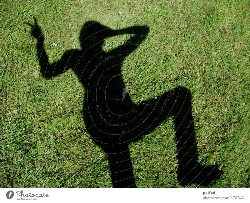 ... peace ... feminin Frau Erwachsene 1 Mensch Erde Sommer Gras Bewegung stehen authentisch Fröhlichkeit Begeisterung Coolness Farbfoto Außenaufnahme Tag