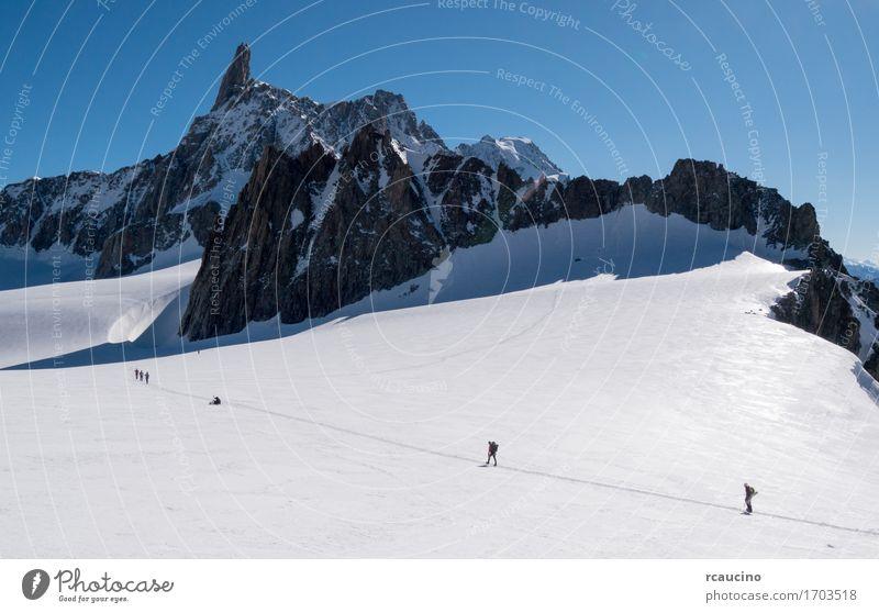 Bergsteiger auf einem Gletscher. Mont-Blanc-Massiv, Chamonix, Frankreich Ferien & Urlaub & Reisen Tourismus Abenteuer Expedition Winter Schnee Berge u. Gebirge