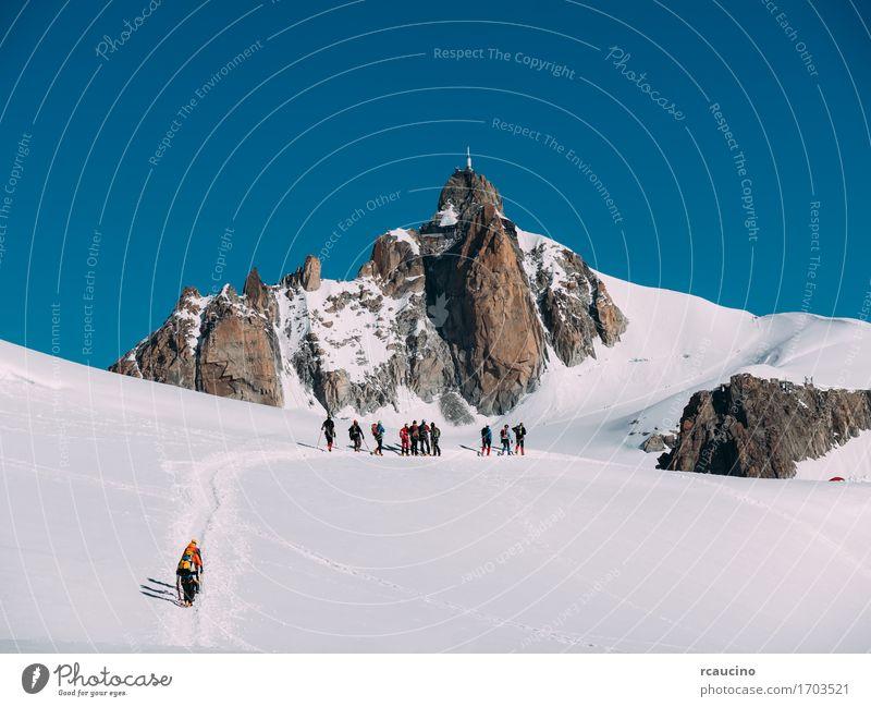 Himmel Natur Ferien & Urlaub & Reisen weiß Landschaft Winter Berge u. Gebirge Sport Schnee Menschengruppe Tourismus wandern Kraft Erfolg Europa Abenteuer