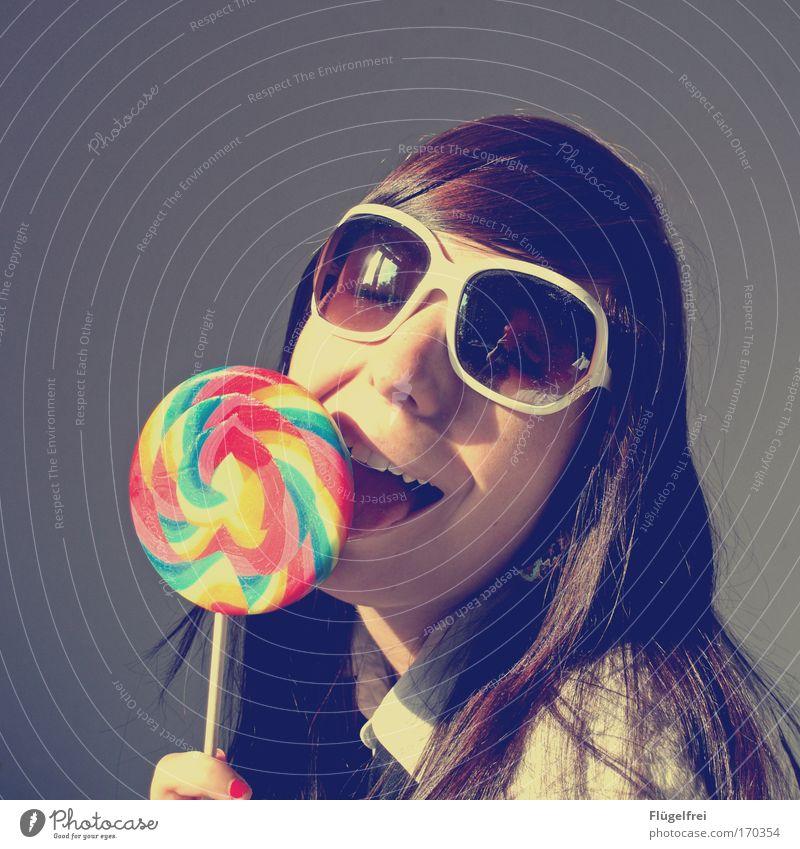 Glücksgefühl feminin Junge Frau Jugendliche Erwachsene 1 Mensch 18-30 Jahre groß genießen Sucht Süßwaren Lollipop lutschen Sonnenbrille Schwärmerei gestreift