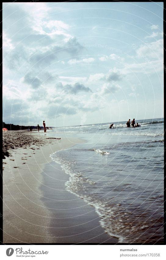Ostwestsicht Farbfoto Textfreiraum unten Tag Freude Freizeit & Hobby Ferien & Urlaub & Reisen Tourismus Sommerurlaub Sonnenbad Strand Meer Mensch Kind