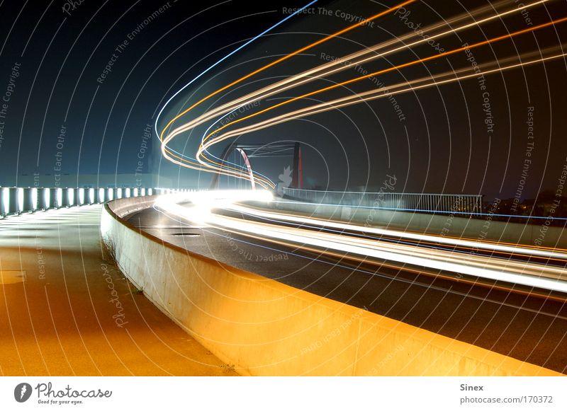 Lichtdynamik bei Nacht Stil Licht Beleuchtung frei Verkehr verrückt Brücke Nacht Coolness Spuren leuchten Verkehrswege Leuchtspur