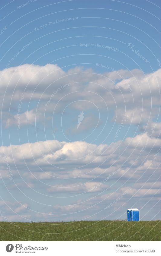 einsam still und leise Himmel grün blau ruhig Wolken Einsamkeit Erholung Wiese Gras Landschaft Zeit Spaziergang Toilette entdecken urinieren