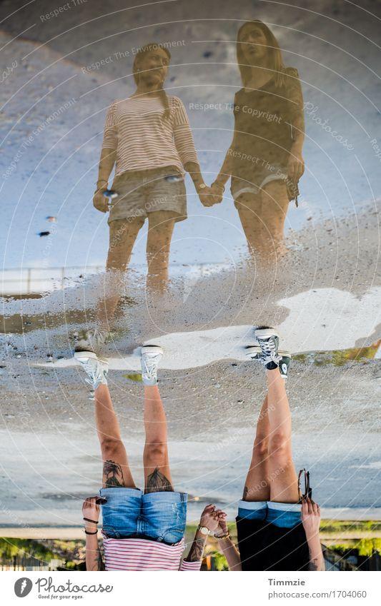 Geschwisterliebe Stil Freude Junge Frau Jugendliche 2 Mensch 18-30 Jahre Erwachsene trendy Erotik Klischee Akzeptanz Vertrauen Sicherheit Geborgenheit Einigkeit