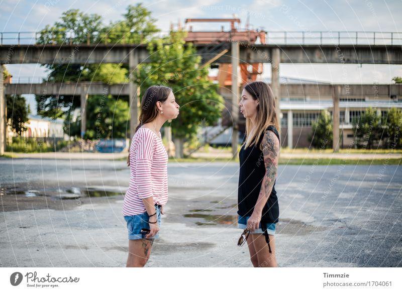 Zwillinge Lifestyle Stil Design Freizeit & Hobby Junge Frau Jugendliche 2 Mensch 18-30 Jahre Erwachsene Konflikt & Streit ästhetisch authentisch frech nerdig