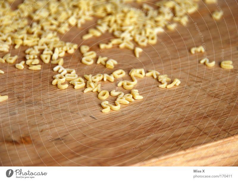 suppe Holz Lebensmittel Ernährung Schriftzeichen Buchstaben Zeichen lecker Abendessen Nudeln Backwaren Teigwaren Schneidebrett Vegetarische Ernährung Suppe