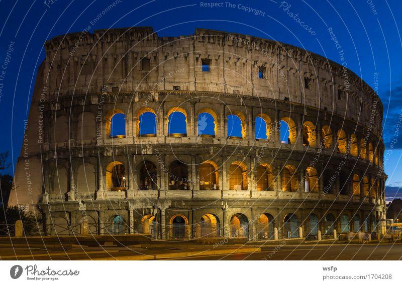 Kolosseum bei Nacht in Rom Tourismus Burg oder Schloss Architektur historisch Beleuchtung Amphitheatrum Flavium Amphitheatrum Novum Amphitheater geschichte