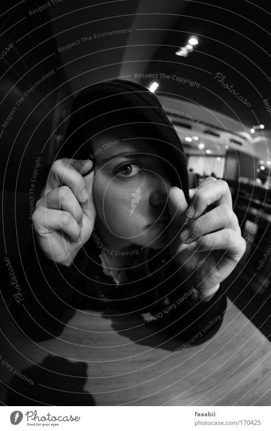 Versteckspiel Mensch Hand Jugendliche Einsamkeit feminin Kopf Traurigkeit Erwachsene einzigartig Neugier Gesellschaft (Soziologie) Pullover Fernweh Sorge Interesse Scham