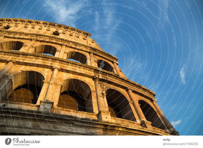Kolosseum in Rom bei Tag mit blauem Himmel Tourismus Burg oder Schloss Architektur historisch Amphitheatrum Flavium Amphitheatrum Novum Amphitheater Regenbogen